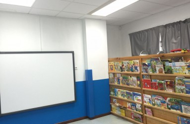 Sala multimedia (vídeo, biblioteca e pantalla dixital táctil)